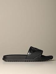 [관부가세포함][펜디] (7X1377 ABO2 F0QA1)  Winter 20 남성  rubber sandal with embossed ff logo